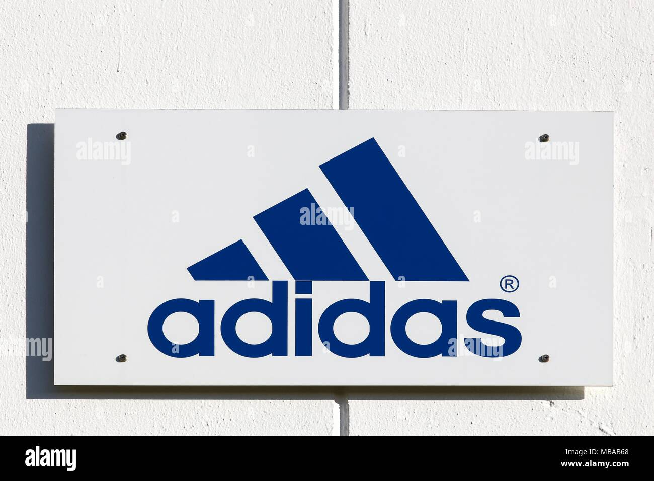 tienda Resplandor Instrumento  Adidas Logo High Resolution Stock Photography and Images - Alamy