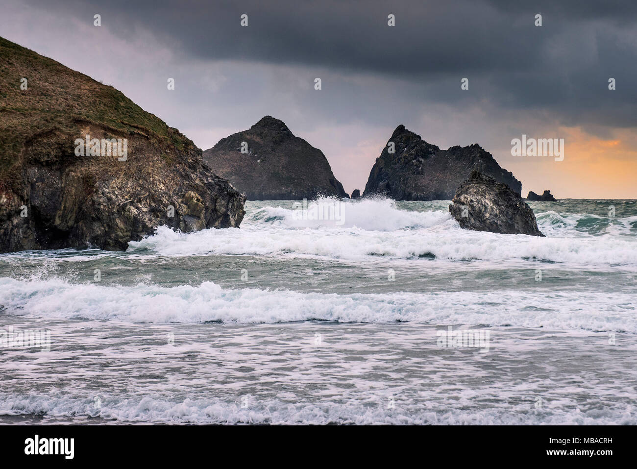 UK weather - Rainclouds gathering at the end of the day at Holywell Bay in Cornwall. - Stock Image