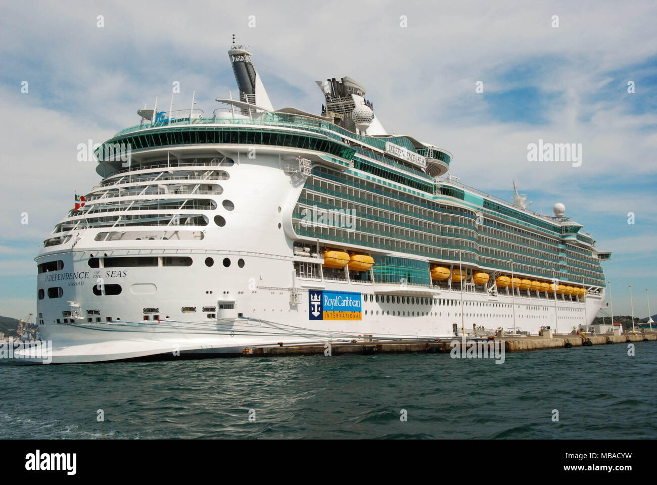 Wide angle view of the cruise liner Independence of the Seas - Stock Image