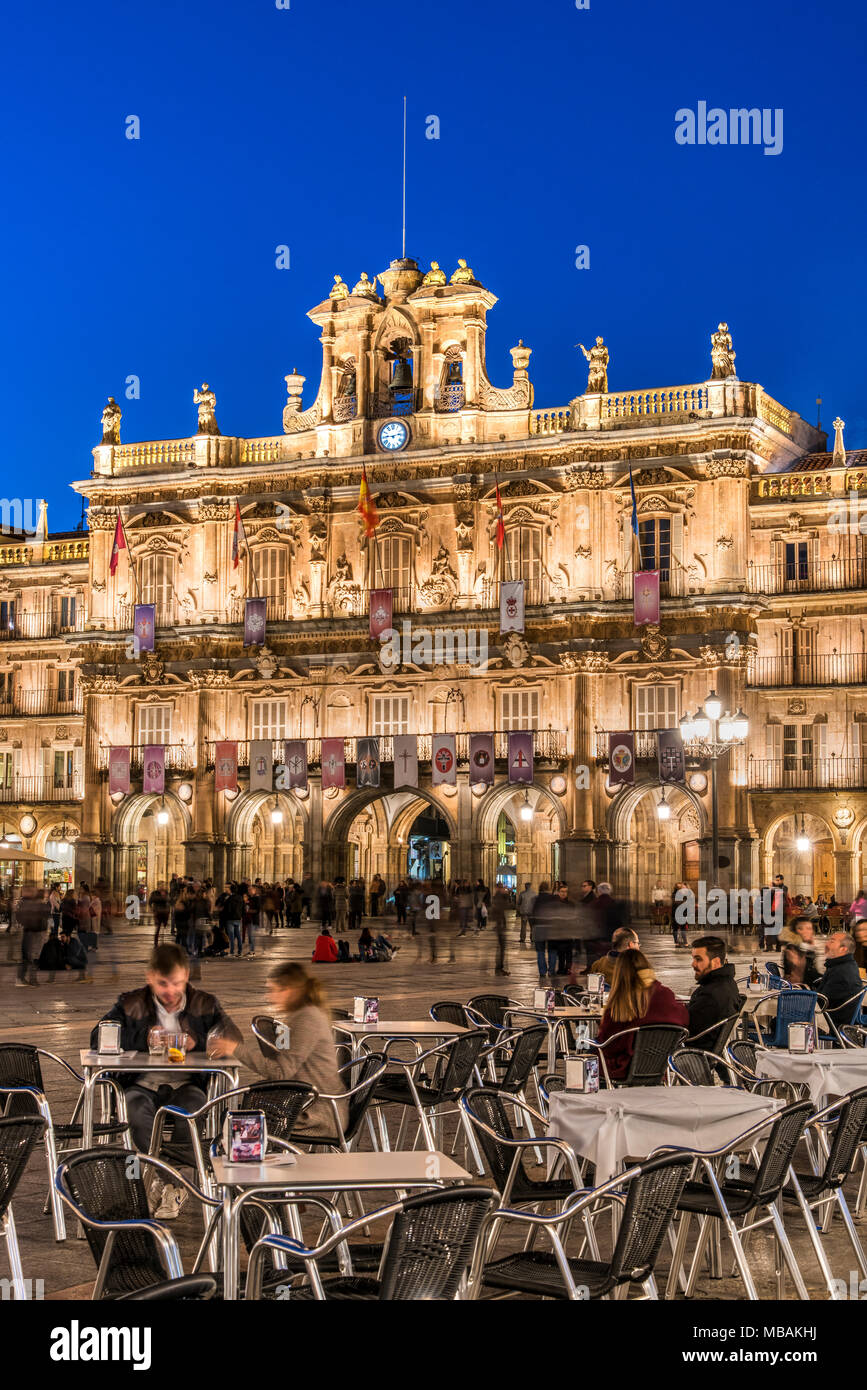 Outdoor cafe in Plaza Mayor, Salamanca, Castile and Leon, Spain - Stock Image