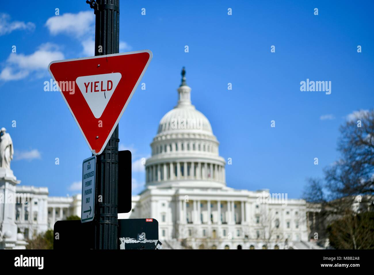 Yield sign in front of the United States Capitol building in Washington DC, USA - Stock Image