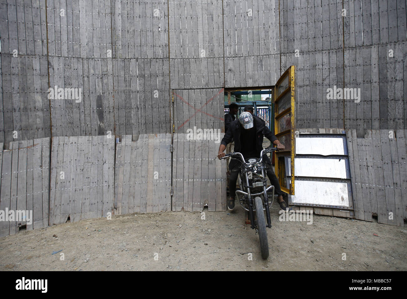 Bhaktapur, Nepal. 10th Apr, 2018. A stuntman enters to display his skills during the 'Well of Death' spectacle at a fair in Bhaktapur, Nepal on Tuesday, April 10, 2018. Credit: Skanda Gautam/ZUMA Wire/Alamy Live News - Stock Image