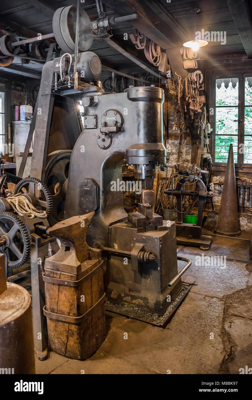 Historical blacksmith workshop at the Open Air Museum Ballenberg, Bern, Switzerland. | Historische Schmiedewerkstat im Freilichtmuseum Ballenberg, Ber - Stock Image