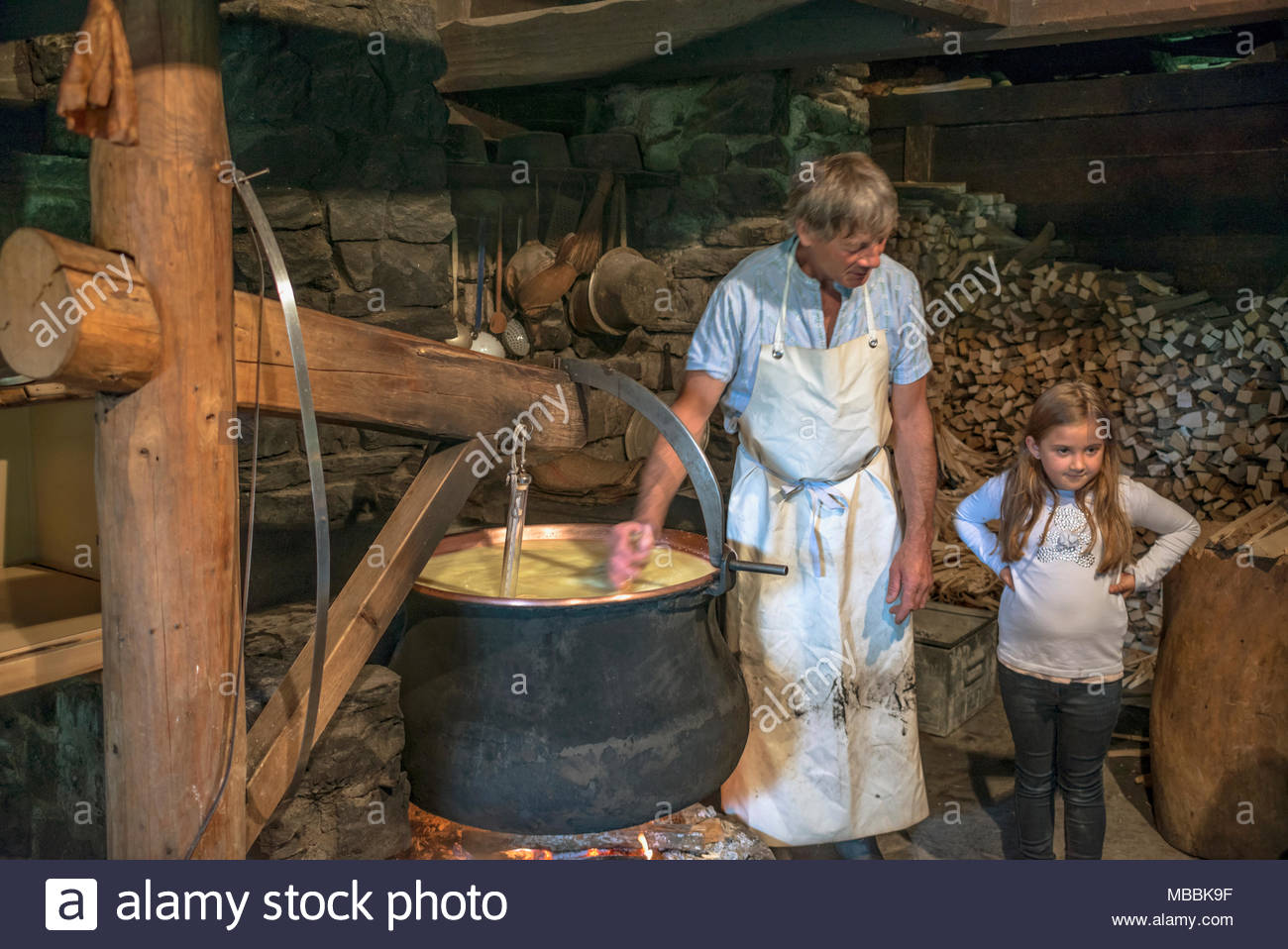 Cheese maker with a child in a cheese dairy at the Open Air Museum Ballenberg, Bern, Switzerland. | Historische Kaeserei im Freilichtmuseum Ballenberg - Stock Image