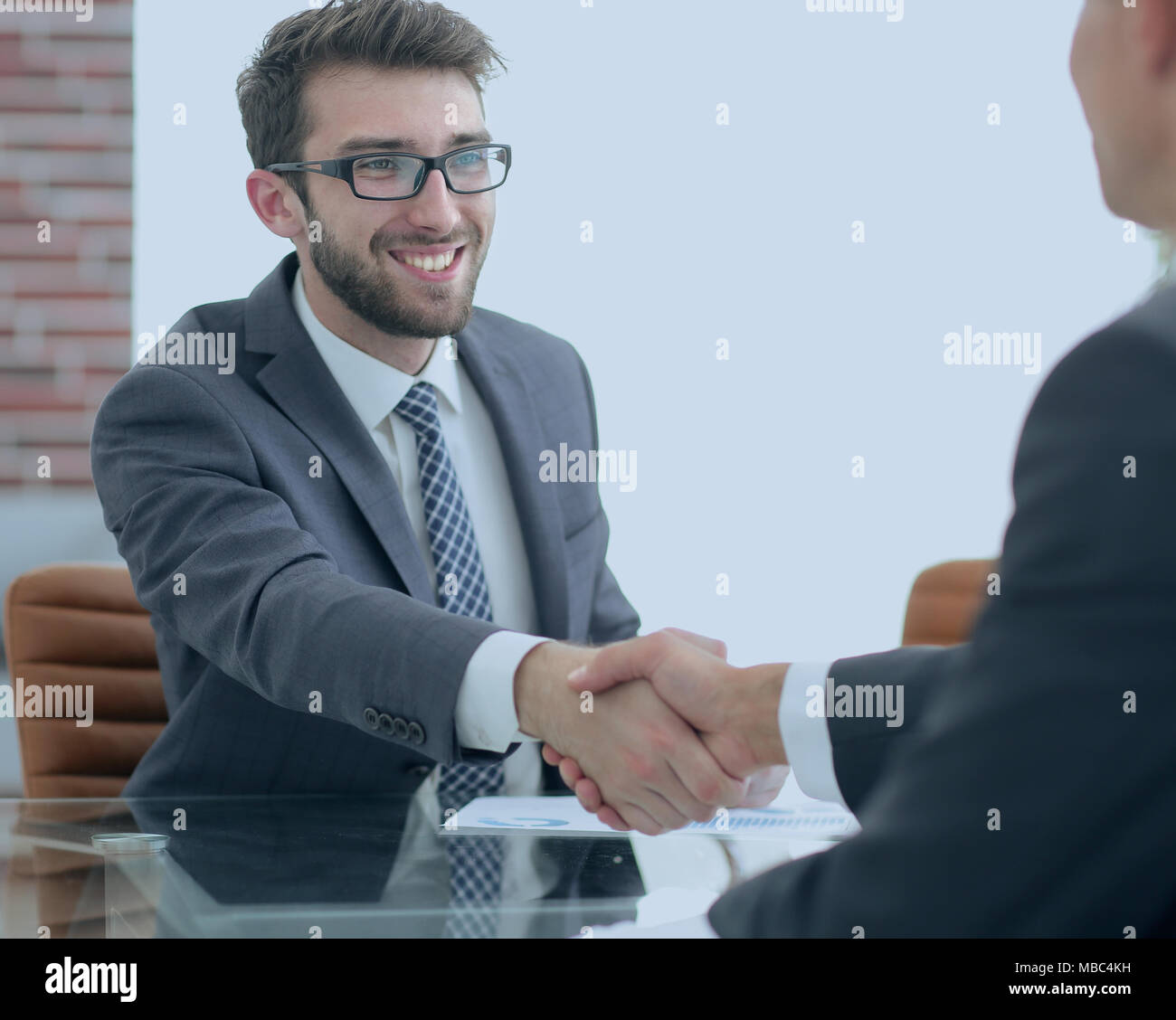 welcome and handshake business partners - Stock Image