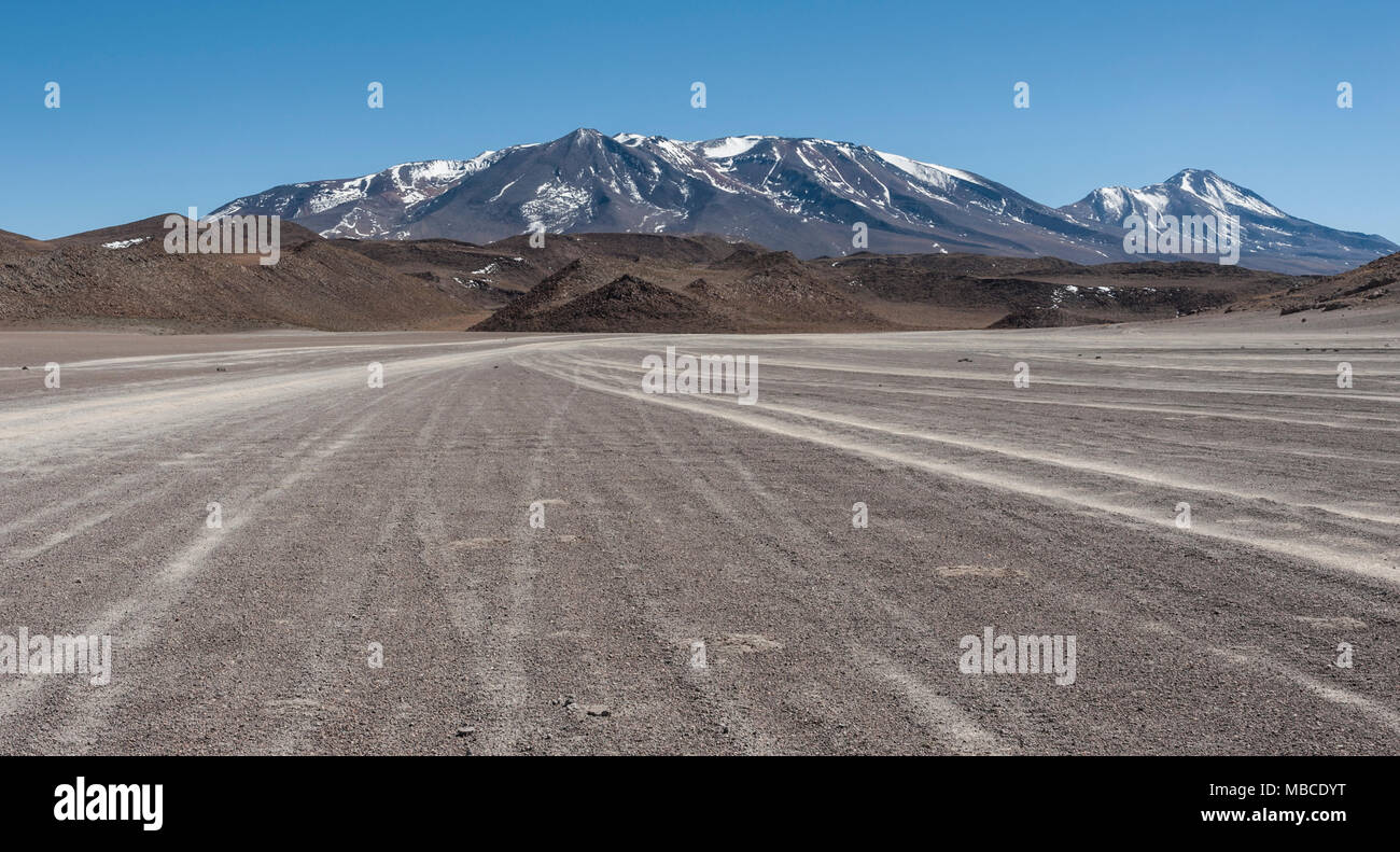 Unpaved Road in Altiplano of the Siloli desert, part of the Reserva Eduardo Avaroa, Bolivia - at an altitude of 4600m near the border of Chile and the - Stock Image