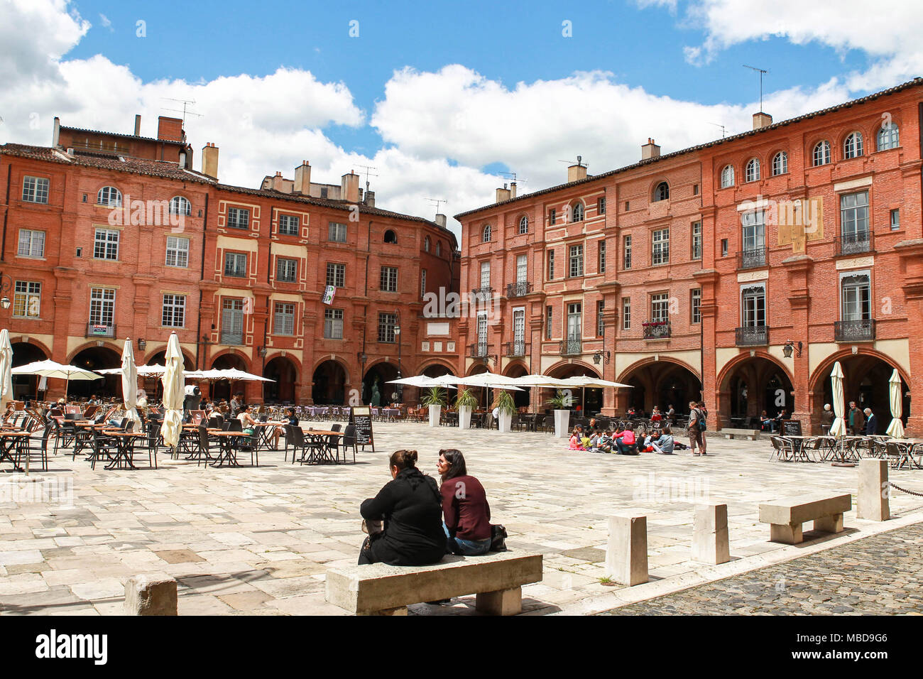 Montauban (82) : cafe terraces in 'Place Nationale' square - Stock Image