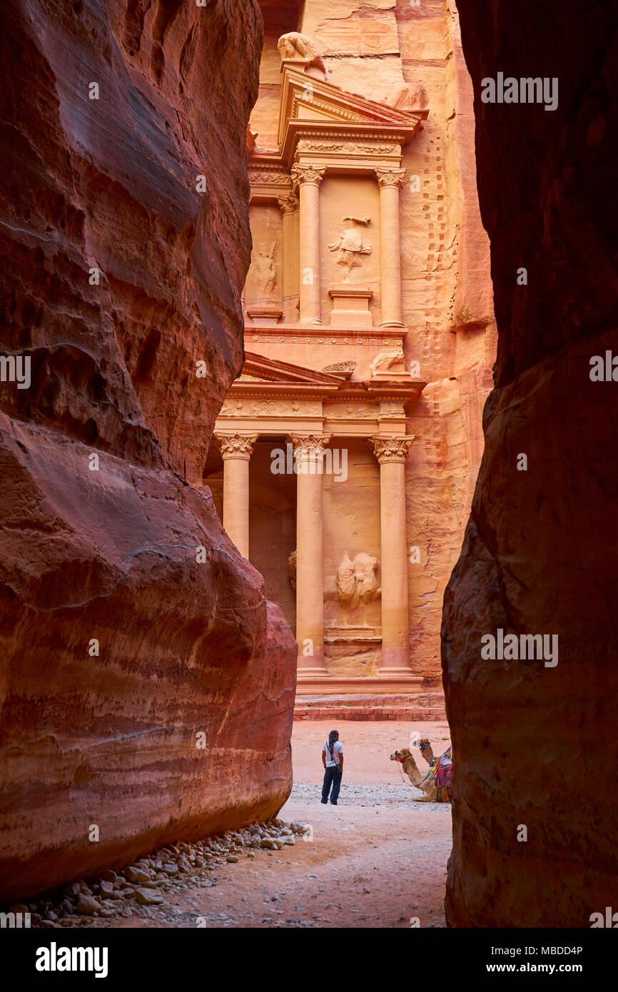 A view from the Siq canyon to the Al Khazneh Treasury building, Petra, Jordan - Stock Image