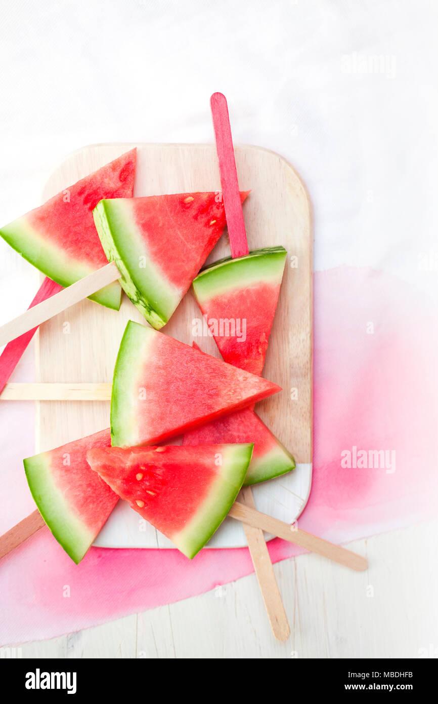 Wassermelonen Stücke auf Stiele aufgespießt - Stock Image