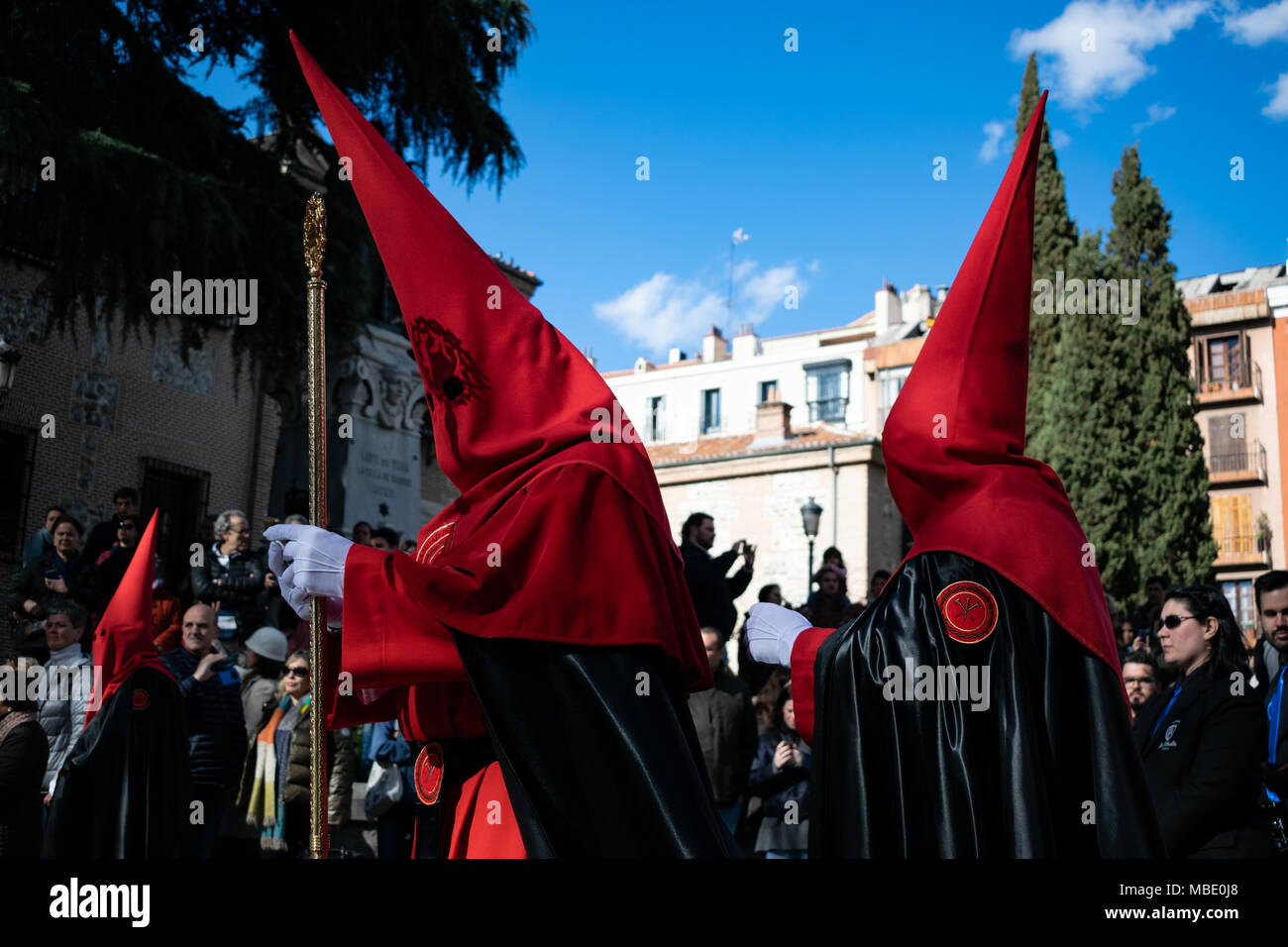 Penitents adjusting their robes and hoods in an Easter parade on Holy Saturday, Semana Santa (Holy Week) parades, Madrid, Spain, 2018 - Stock Image