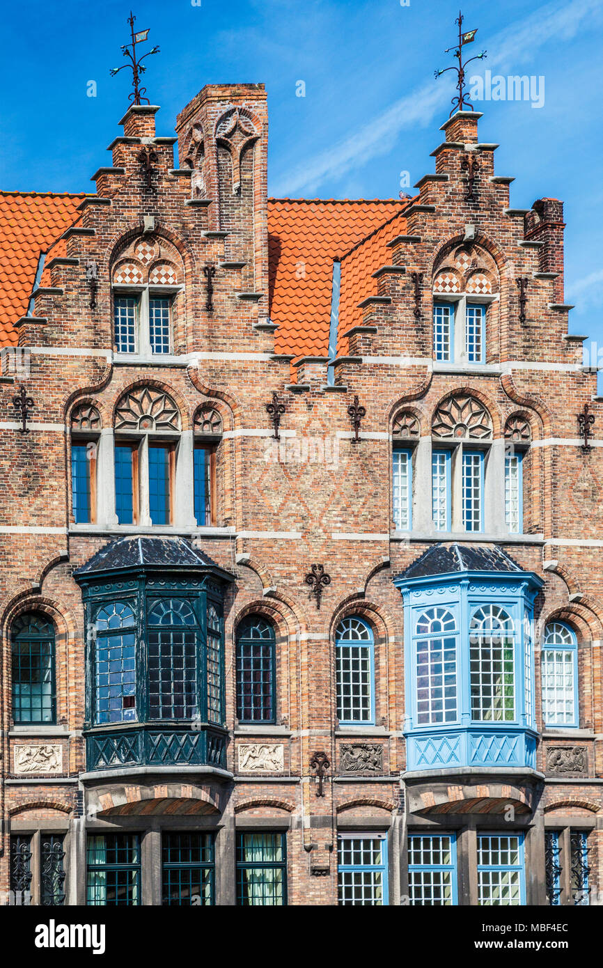 The facade of a medieval merchant's house along the Langerei in Bruges (Brugge), Belgium. - Stock Image