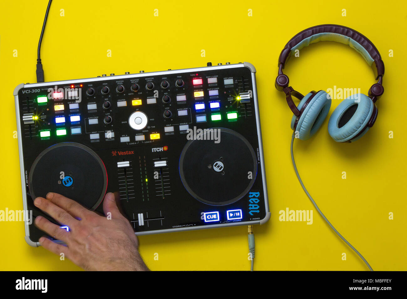 Dj mp3 console and headphones - Stock Image