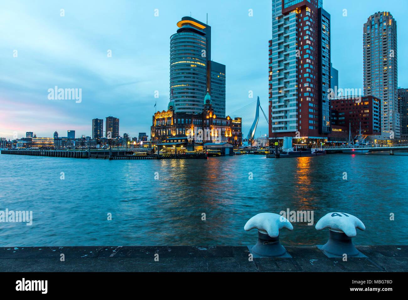 Die Skyline von Rotterdam, an der Nieuwe Maas, Fluss, Hochhäuser am 'Kop van Zuid' Stadtteil, Niederlande, - Stock Image
