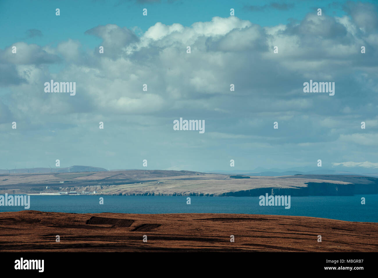 CAITHNESS, UK:  Dunnet Head, looking across to Thurso town. - Stock Image