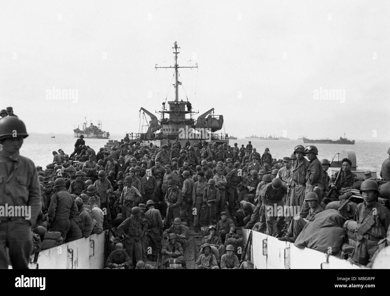 Navy Ferries 31st Infantry to Inchon Harbor - Stock Image
