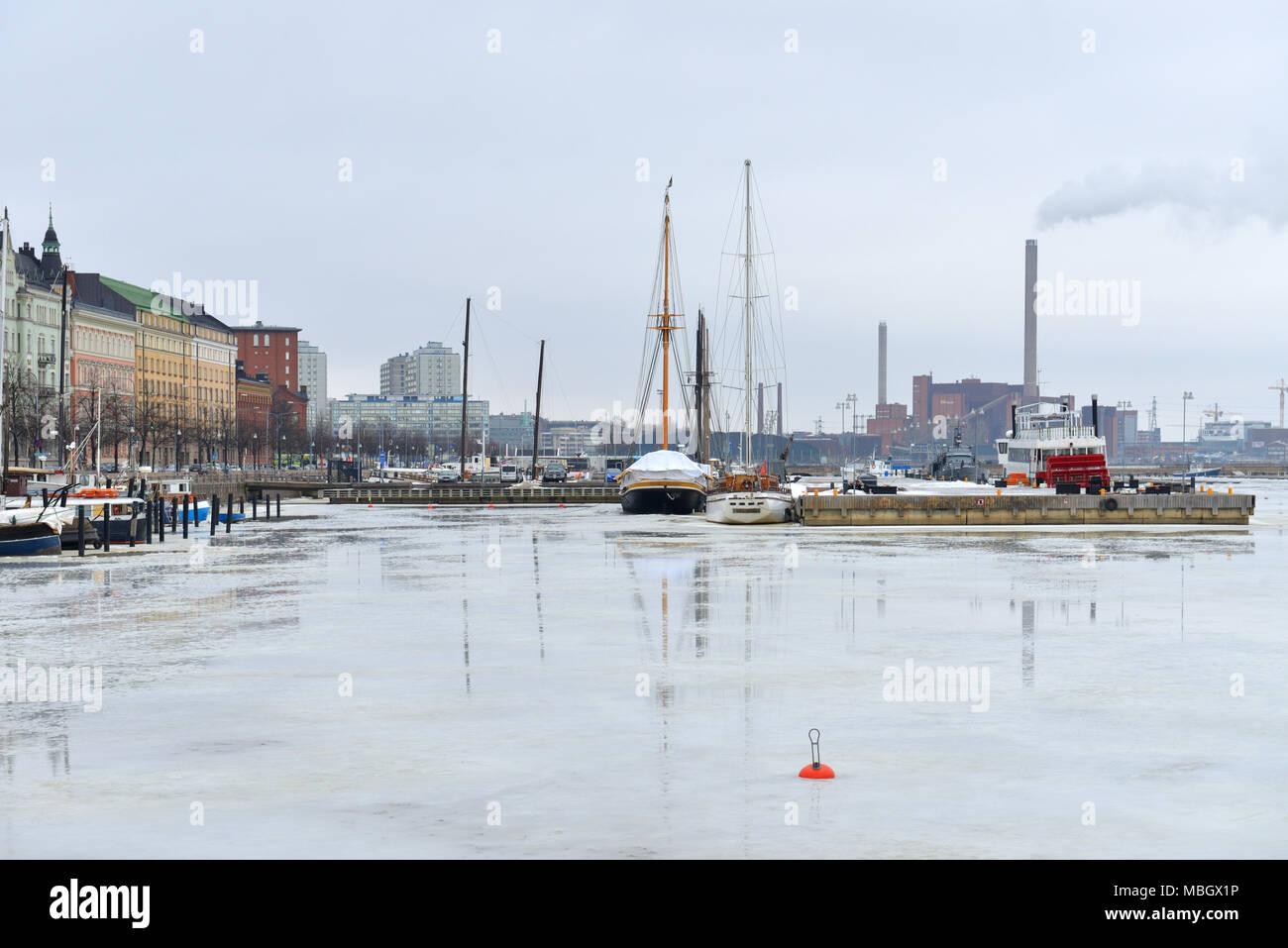 Gloomy spring day. Pohjoisranta embankment and harbor - Stock Image
