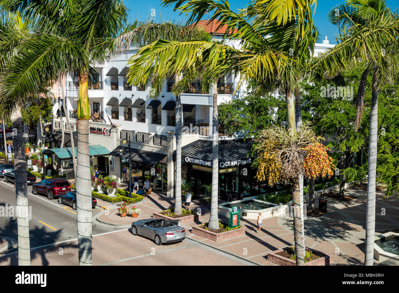 Inn on 5th Hotel and retail businesses along 5th Avenue, Naples, Florida, USA - Stock Image