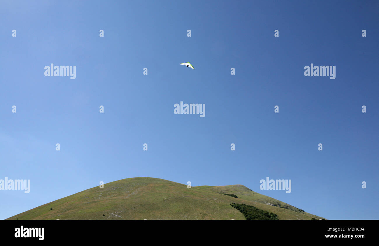 Hang glider over the mountain - Stock Image