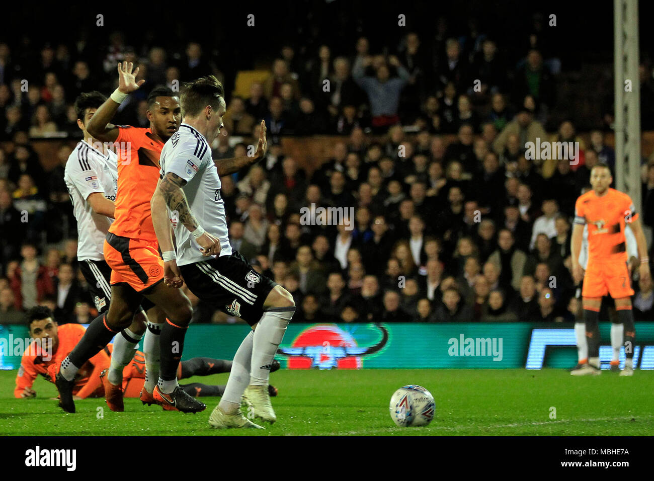 London, UK. 10th April, 2018. Stefan Johansen of Fulham (R) scores his team's first goal. EFL Skybet championship match, Fulham v Reading at Craven Cottage in London on Tuesday 10th April 2018.  this image may only be used for Editorial purposes. Editorial use only, license required for commercial use. No use in betting, games or a single club/league/player publications. pic by Steffan Bowen/Andrew Orchard sports photography/Alamy Live news Stock Photo