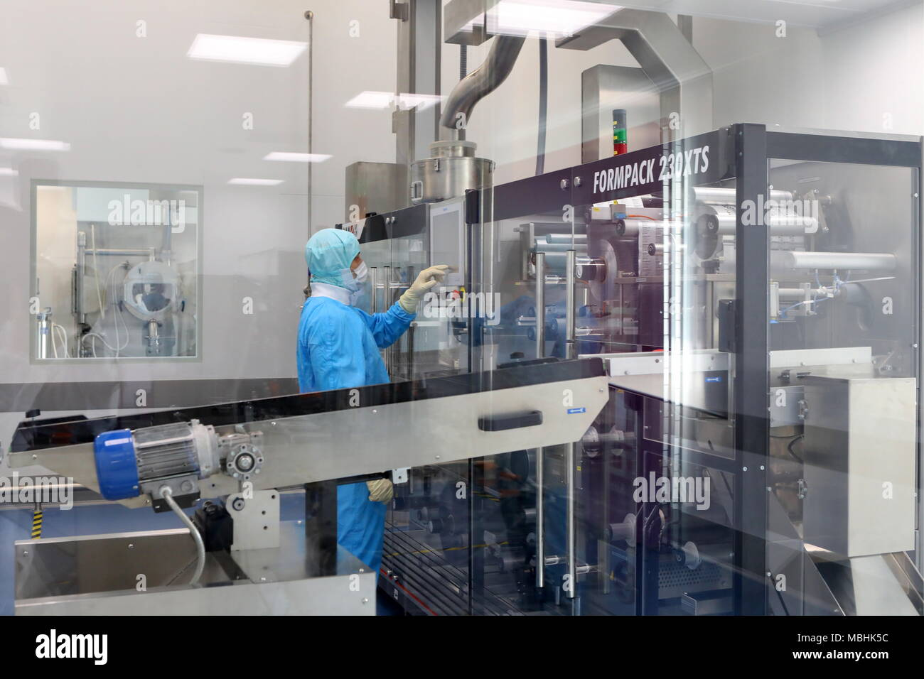 Belgorod, Russia. 10th Apr, 2018. BELGOROD, RUSSIA - APRIL 10, 2018: A worker by a new production line of Abbott's hormonal drugs at the Veropharm pharmaceutical plant. Anton Vergun/TASS Credit: ITAR-TASS News Agency/Alamy Live News - Stock Image