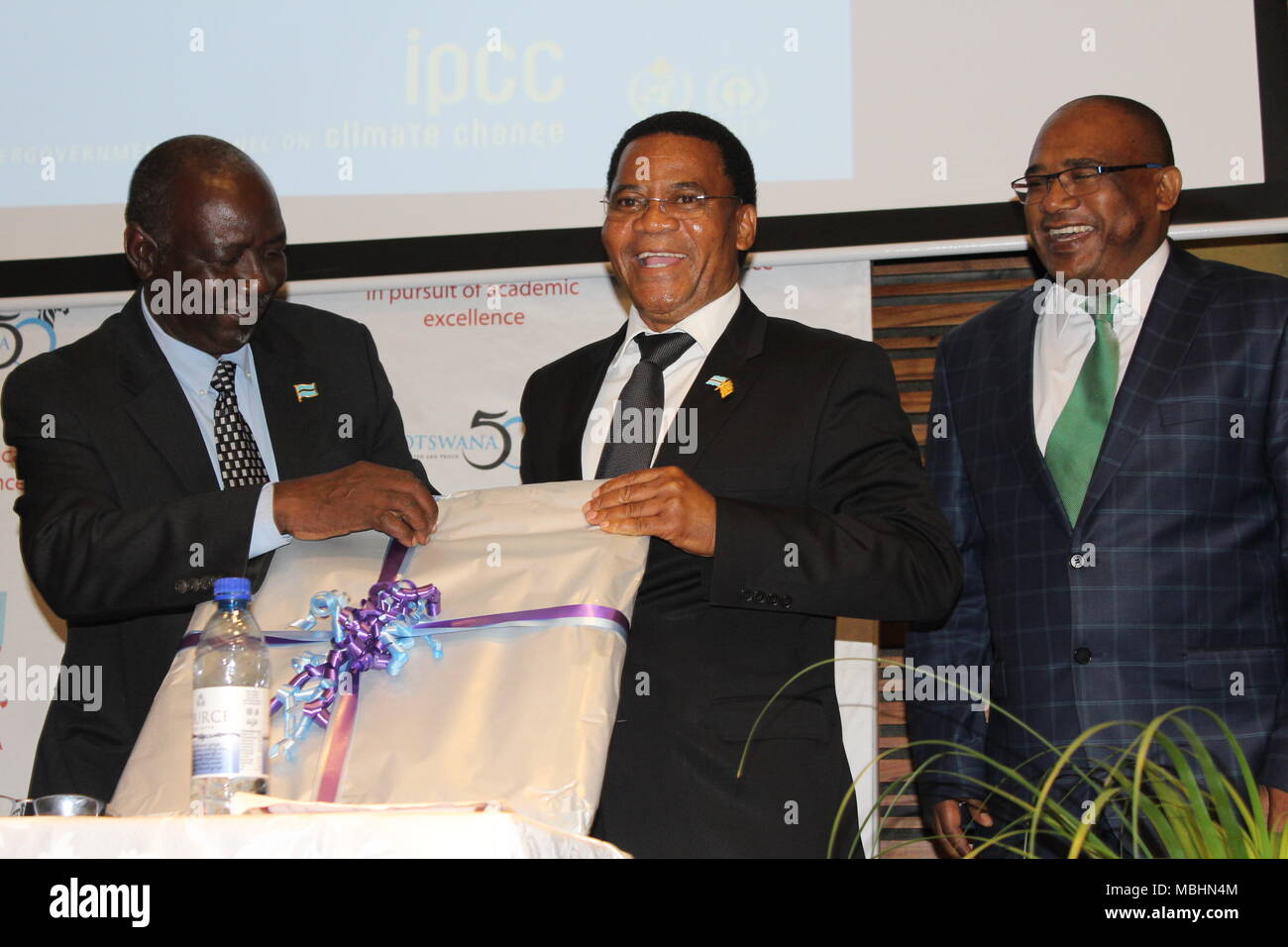 Gaborone, Botswana. 9th Apr, 2018. Botswana's new Vice President, Slumber Tsogwane receiving a gift from the University of Botswana after delivering an opening speech at the Inter-governmental Panel on Climate Change's (IPCC) 4th Lead Author Meeting (LAM4) for the Special Report on: Global Warming of 1.5 degrees Celsius. The theme for this year is ''˜The Paris Agreement Ambition to limit global warming to well below 20C and the IPCC meeting in Botswana. The event was held at the University of Botswana's International Conference Center. (Credit Image: © Sharon Tshipa/SOPA Images via ZUM - Stock Image