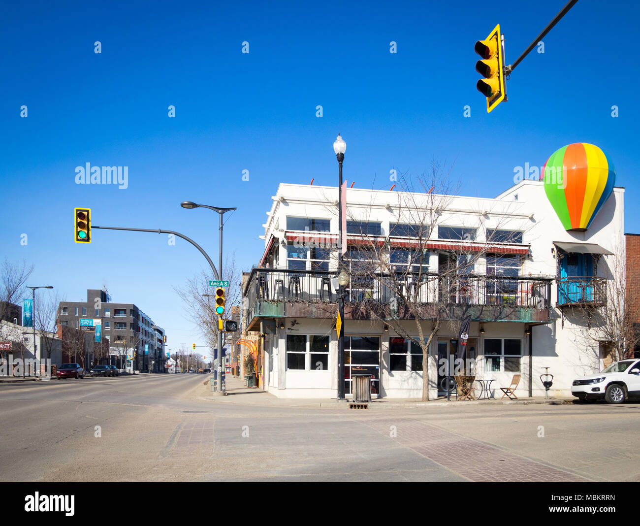 A view of the exterior of the Drift Sidewalk Cafe and Vista Lounge, and the trendy Riversdale District of Saskatoon, Saskatchewan, Canada. - Stock Image
