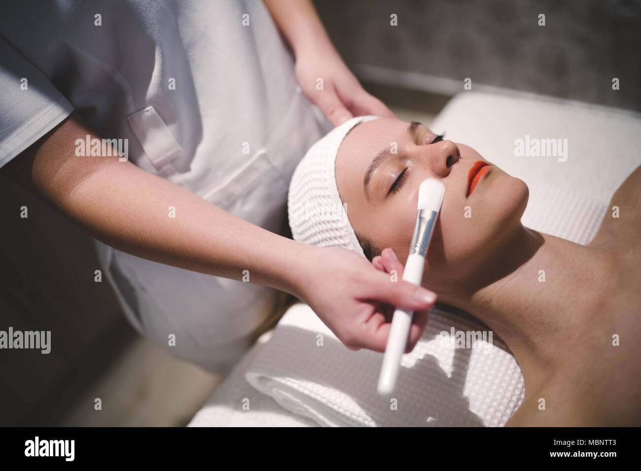 Cosmetic and massage treatment at wellbeing saloon Stock Photo