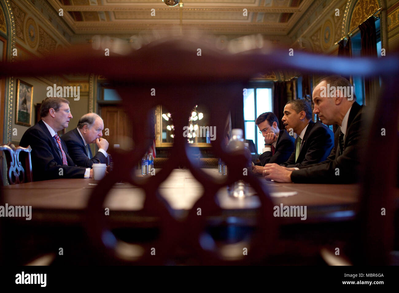President Barack Obama meets with Senate Budget Committee Chairman Sen. Kent Conrad, D-N.D., House Budget Committee Chairman Rep. John Spratt Jr, D-S.C, OMB Director Peter Orszag, and Assistant to the President for Legislative Affairs Phil Schiliro 3/17/09.  Official White House Photo by Pete Souza. - Stock Image