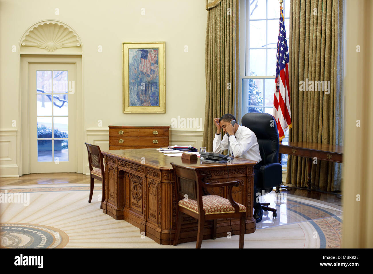 President Barack Obama In The Oval Office 1 28 09 Official White House Photo By Pete Souza Stock Photo Alamy