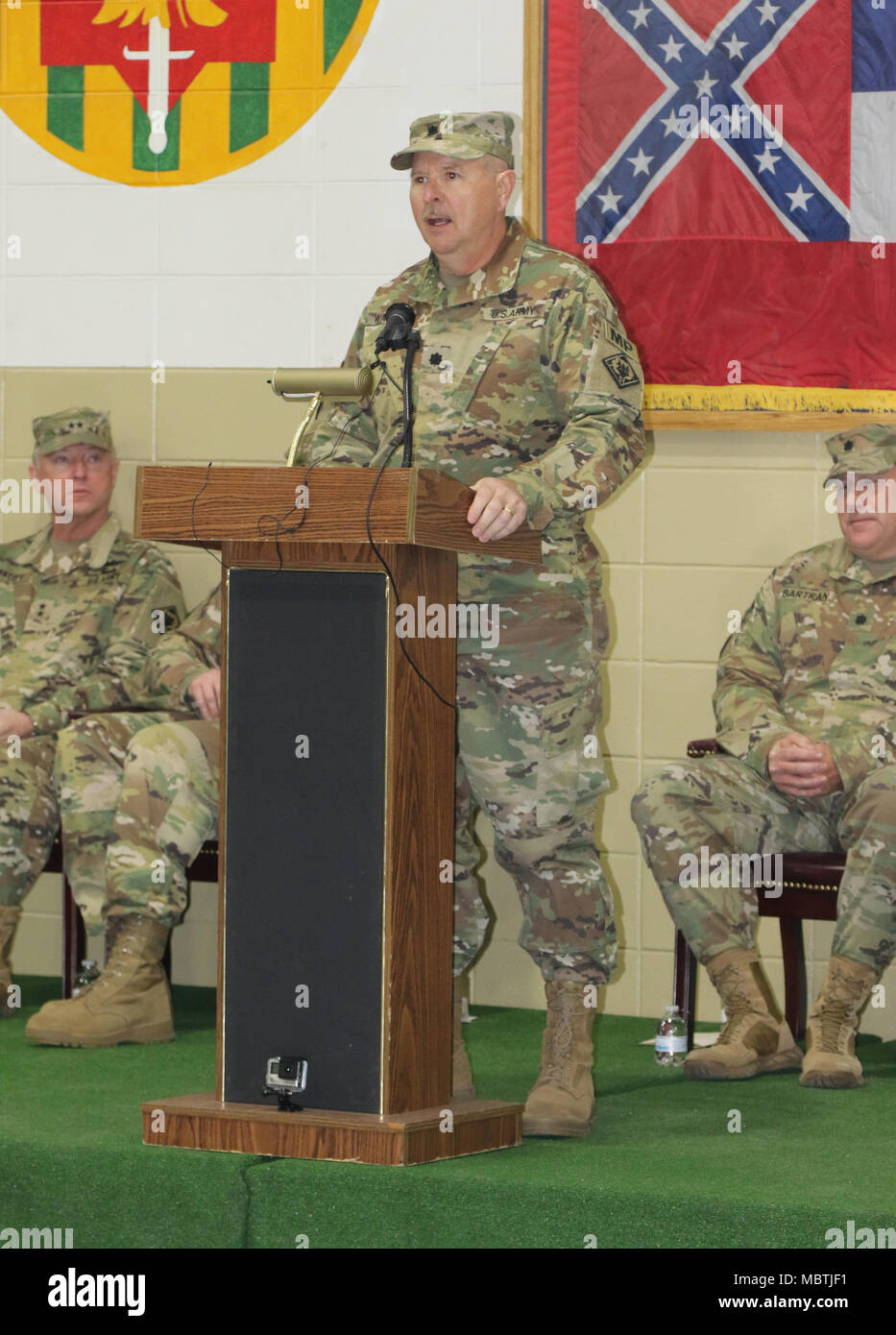 112th Stock Photos Images Alamy L T Dol Starter Circuit Diagram Lt Col Robert S Watras Outgoing Commander Military Police Battalion