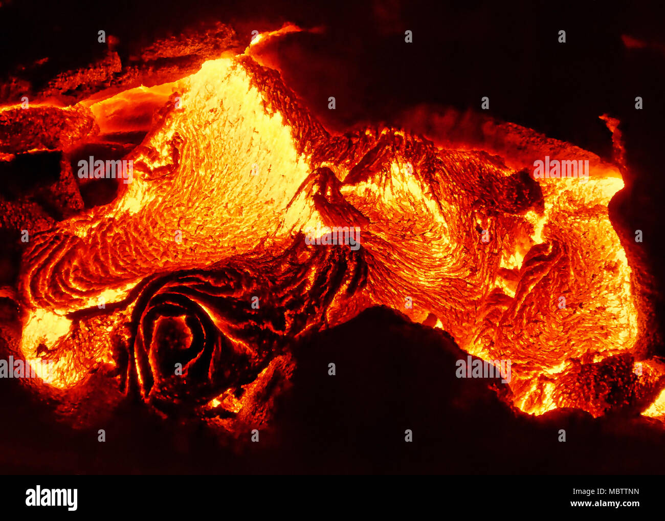 Scenic view of a part of a lava flow in the dark, the hot lava shows up in yellow and red shades - Location: Hawaii, Big Island, volcano 'Kilauea' - Stock Image