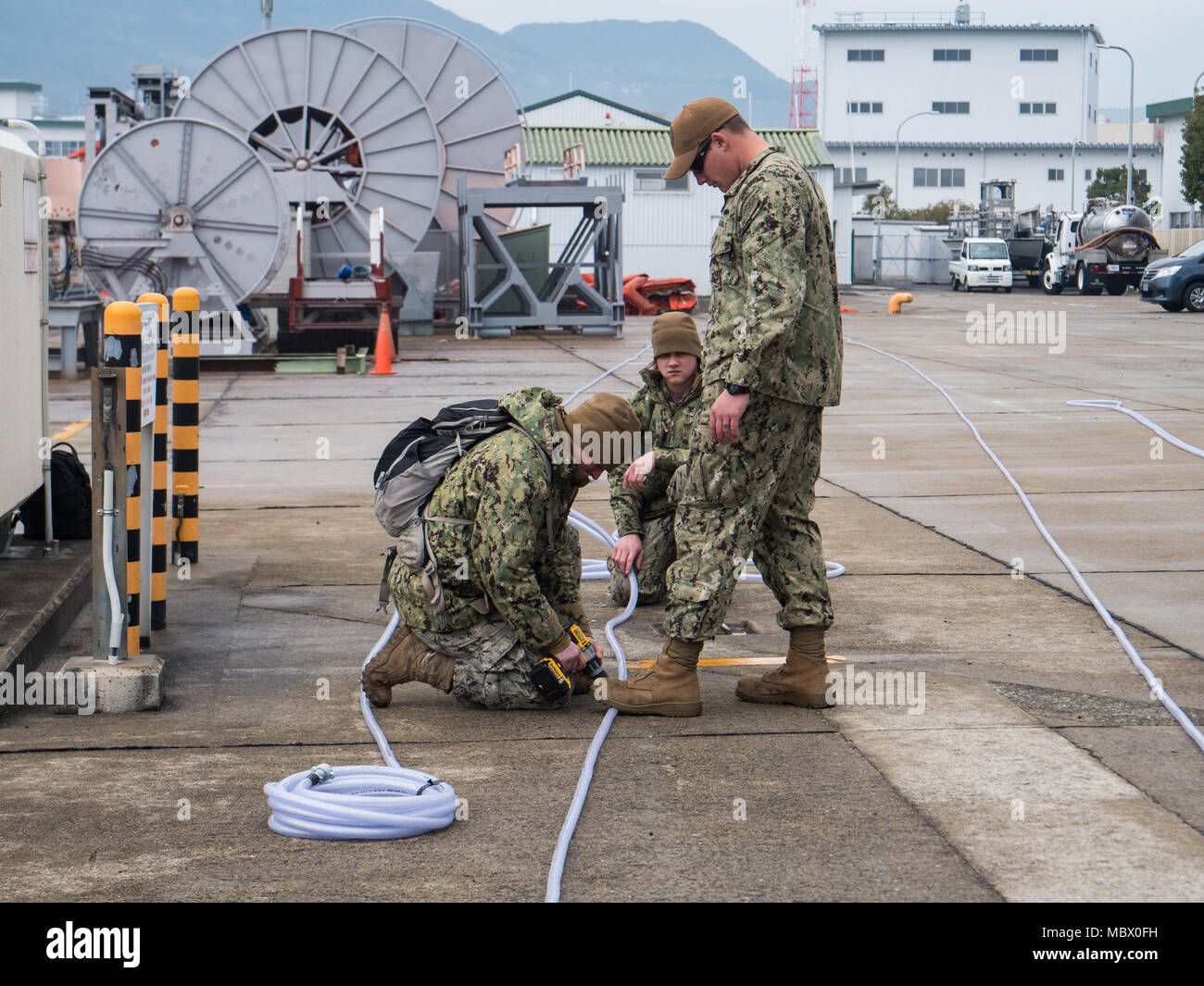 U.S. Navy Seabees, assigned to Underwater Construction Team (UCT) 2, make a bubble curtain at Commander, Fleet Activities Sasebo (CFAS), Jan. 15, 2018. UCT-2 provides construction, inspection, maintenance, and repair of underwater and waterfront facilities in support of the Pacific Fleet. (U.S. Navy Combat Camera photo by Mass Communications Specialist 1st Class Arthurgwain L. Marquez) Stock Photo
