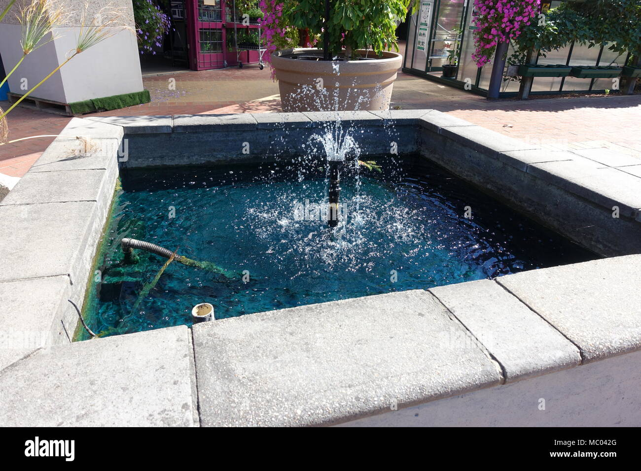 Man Made Water Fountains And Pool For Garden Decoration