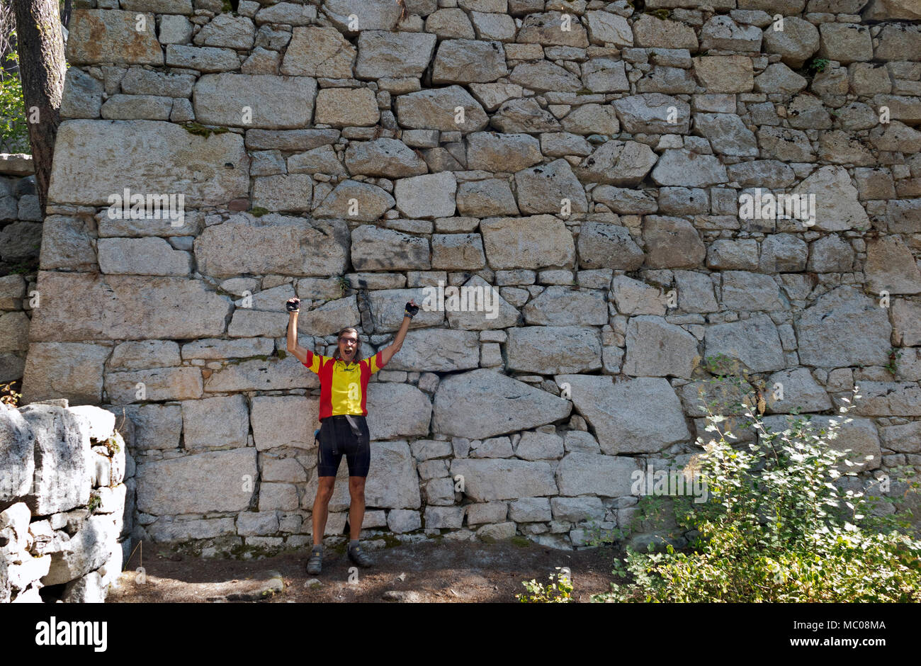 WASHINGTON - Cyclist standing in front of the mass structure known at the Chinese Wall built then abandoned by the Arlington Mining Company. - Stock Image