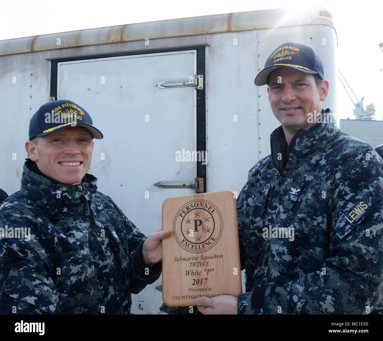 """180119-N-LW591-006 GROTON, Conn. (Jan.19, 2018) Commodore of Submarine Squadron Twelve, Capt. Ollie Lewis presented the White """"P"""" Personnel Readiness plaque to the nuclear-powered, Los Angeles class, fast-attack submarine, USS Pittsburgh (SSN 720), Commanding Officer,  Cmdr. Jason Deichler, Friday, Jan. 19, 2018 onboard Submarine Base New London, Groton, Conn. The award was given to Pittsburgh for the crew's outstanding personnel readiness. The White """"P"""" Personnel Readiness award is part of the Battle Efficiency Competition that's conducted to strengthen and evaluate both command and overall f - Stock Image"""