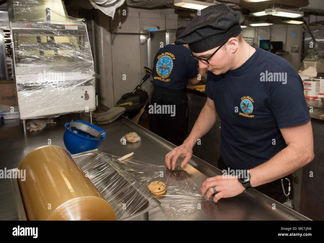 180122-N-OX360-003 PORTSMOUTH, Va. (Jan. 22, 2018) Culinary Specialist 3rd Class David Ackley, from Port Ricky, Fla, wraps cookies aboard the aircraft carrier USS Dwight D. Eisenhower (CVN 69)(Ike). Ike is undergoing a Planned Incremental Availability (PIA) at Norfolk Naval Shipyard during the maintenance phase of the Optimized Fleet Response Plan (OFRP). (U.S. Navy photo by Mass Communication Specialist Seaman James Norket) Stock Photo