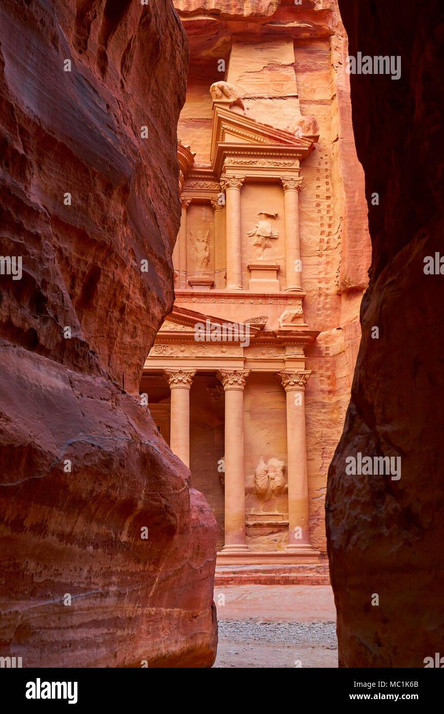 Al Khazneh Treasury, Petra ancient town, Jordan - Stock Image