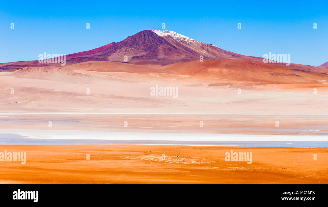 Volcano and lake on the bolivian Altiplano - Stock Image