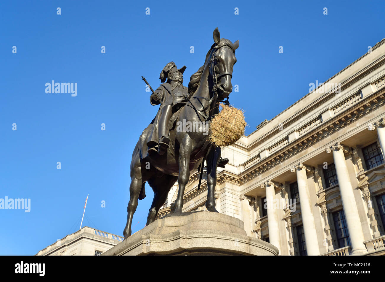 London, England, UK. Statue (by Adrian Jones, 1905) of Prince George, with bag of hay traditionally fed to the horse over the Christmas holidays - .... Stock Photo