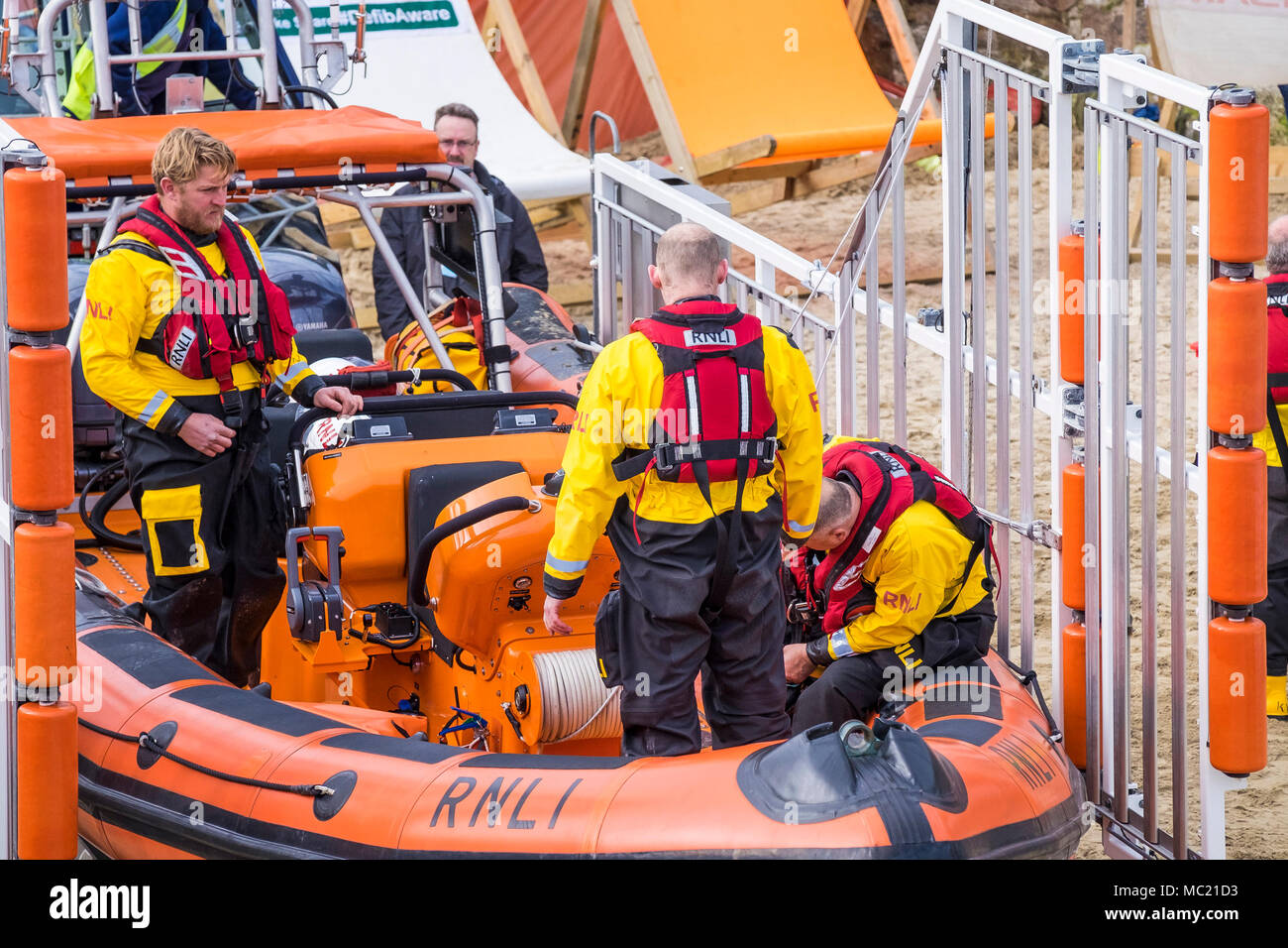 Volunteers of the Newquay RNLI crew preparing their rescue craft for participation in a GMICE (Good Medicine in Challenging Environments) major incide - Stock Image