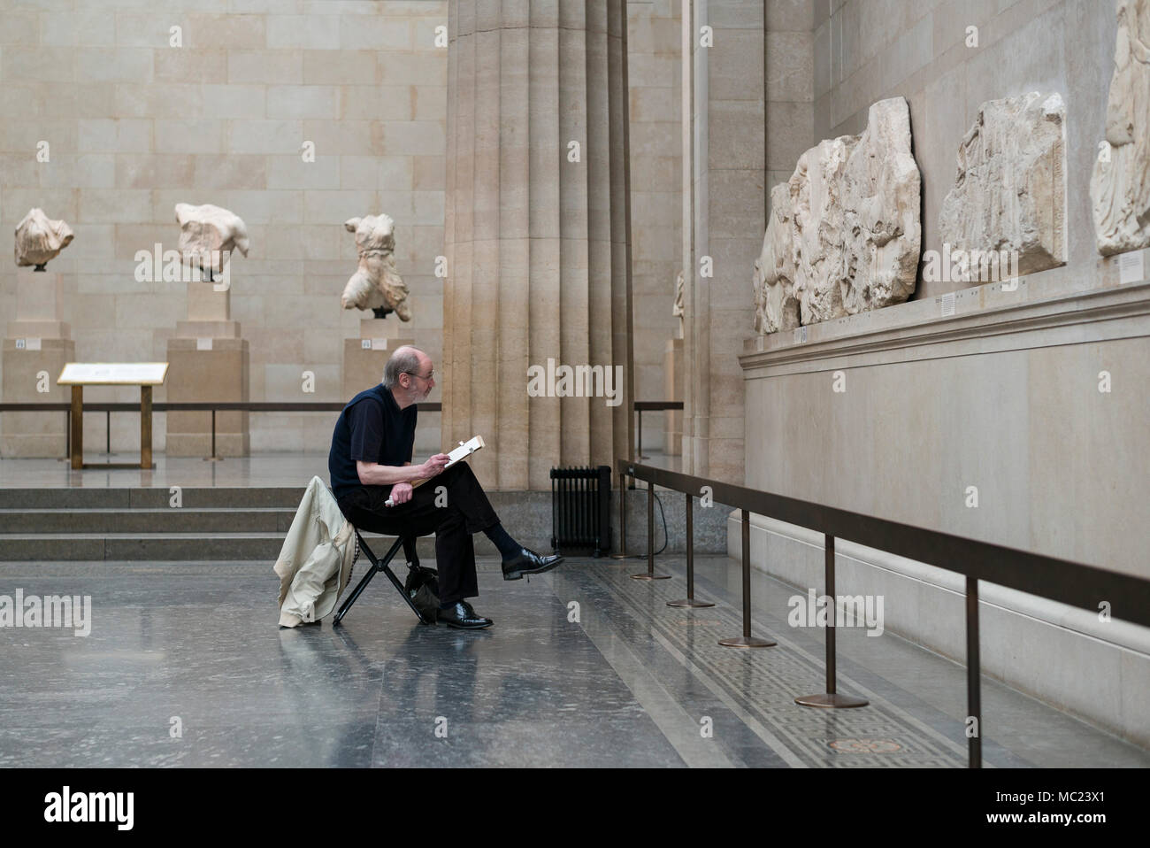 London. England. Artist sketching section of the Parthenon Frieze (Elgin Marbles) in the Duveen Gallery of the British Museum.  Parthenon Frieze (Elgi Stock Photo