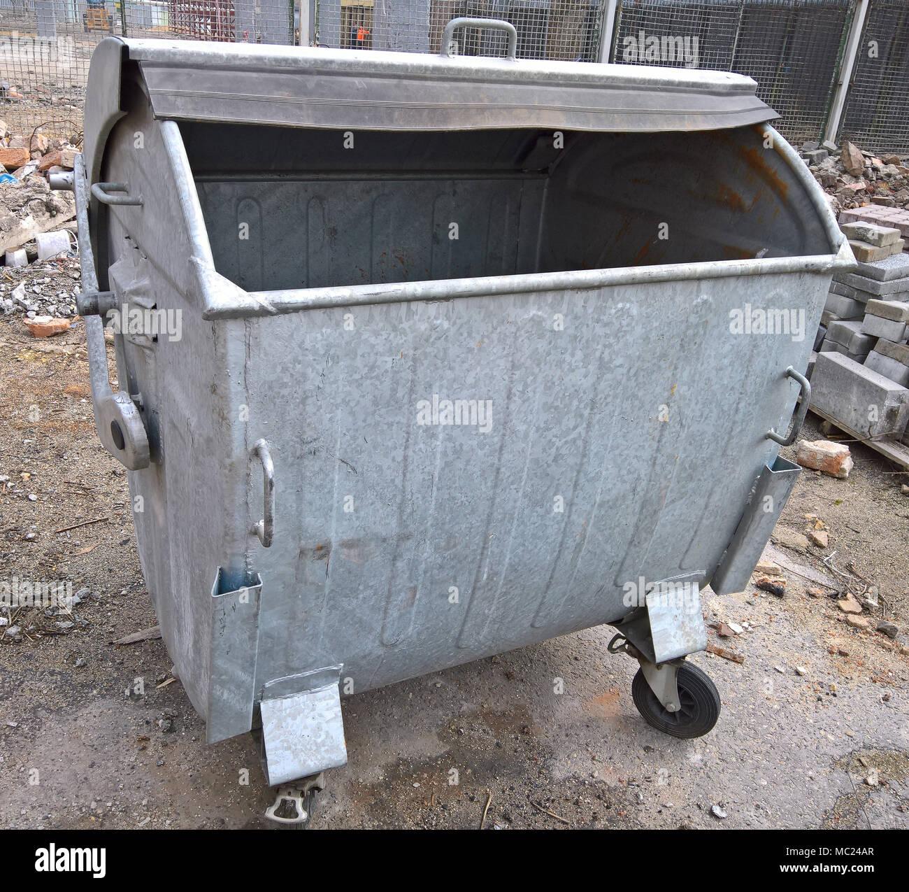Old Metal Trash Bin Isolated Stock Photos & Old Metal Trash Bin ...