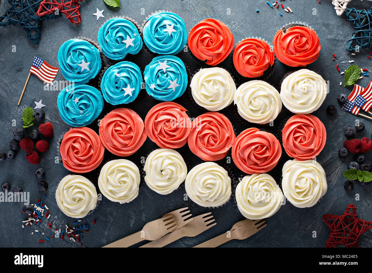 American flag cupcakes for 4th of July - Stock Image