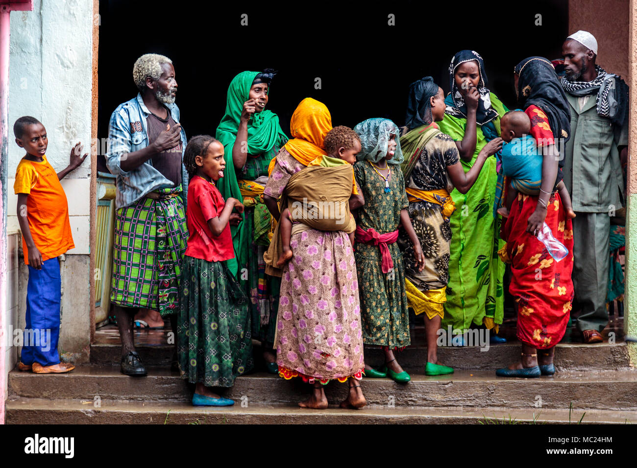 Ethiopian People Waiting For A Bus Near Dire Dawa, Ethiopia - Stock Image