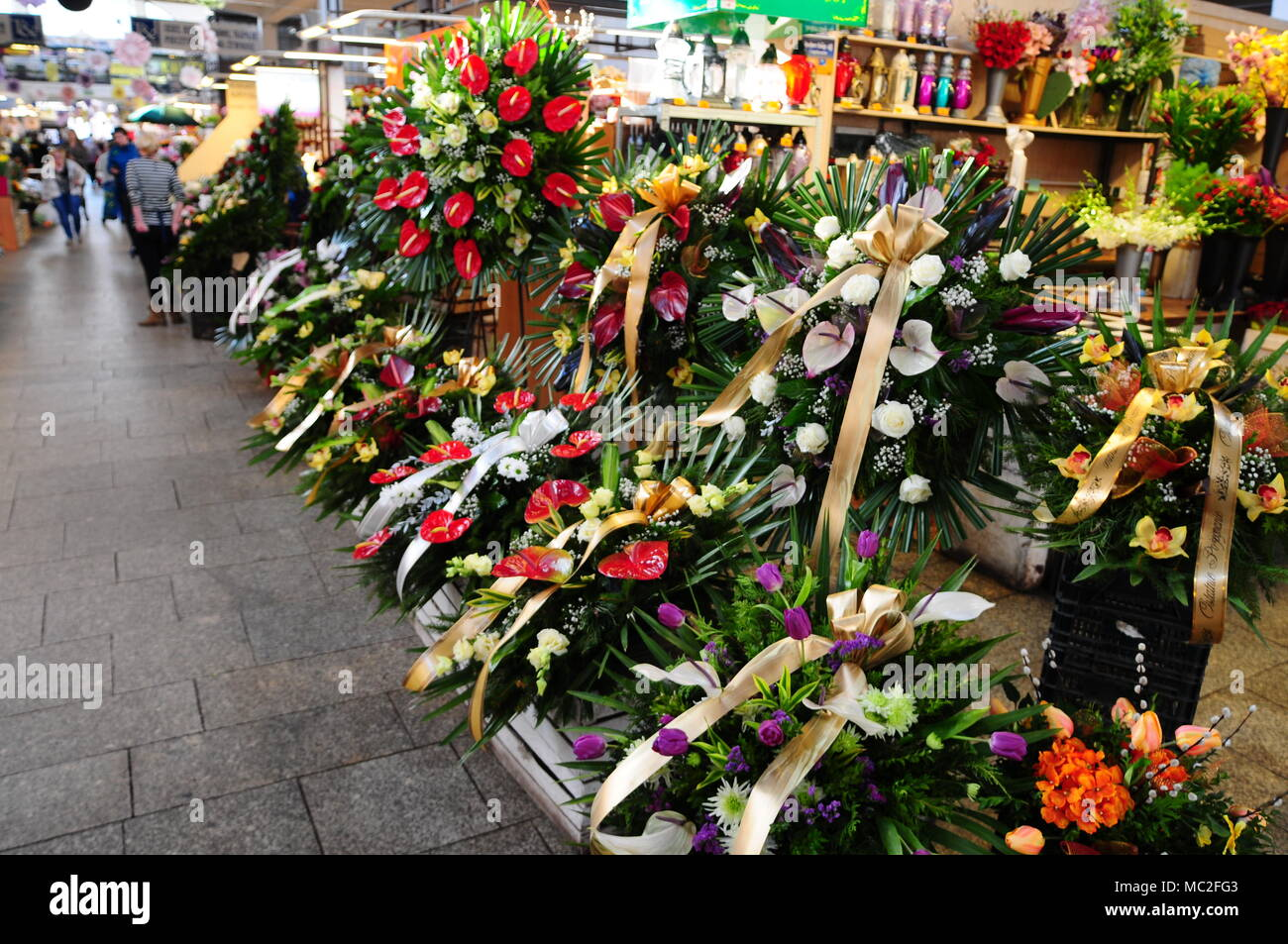 Hala Targowa Indoor Market Silesia Wroclaw Poland April 2018 Flower Stall Stock Photo Alamy