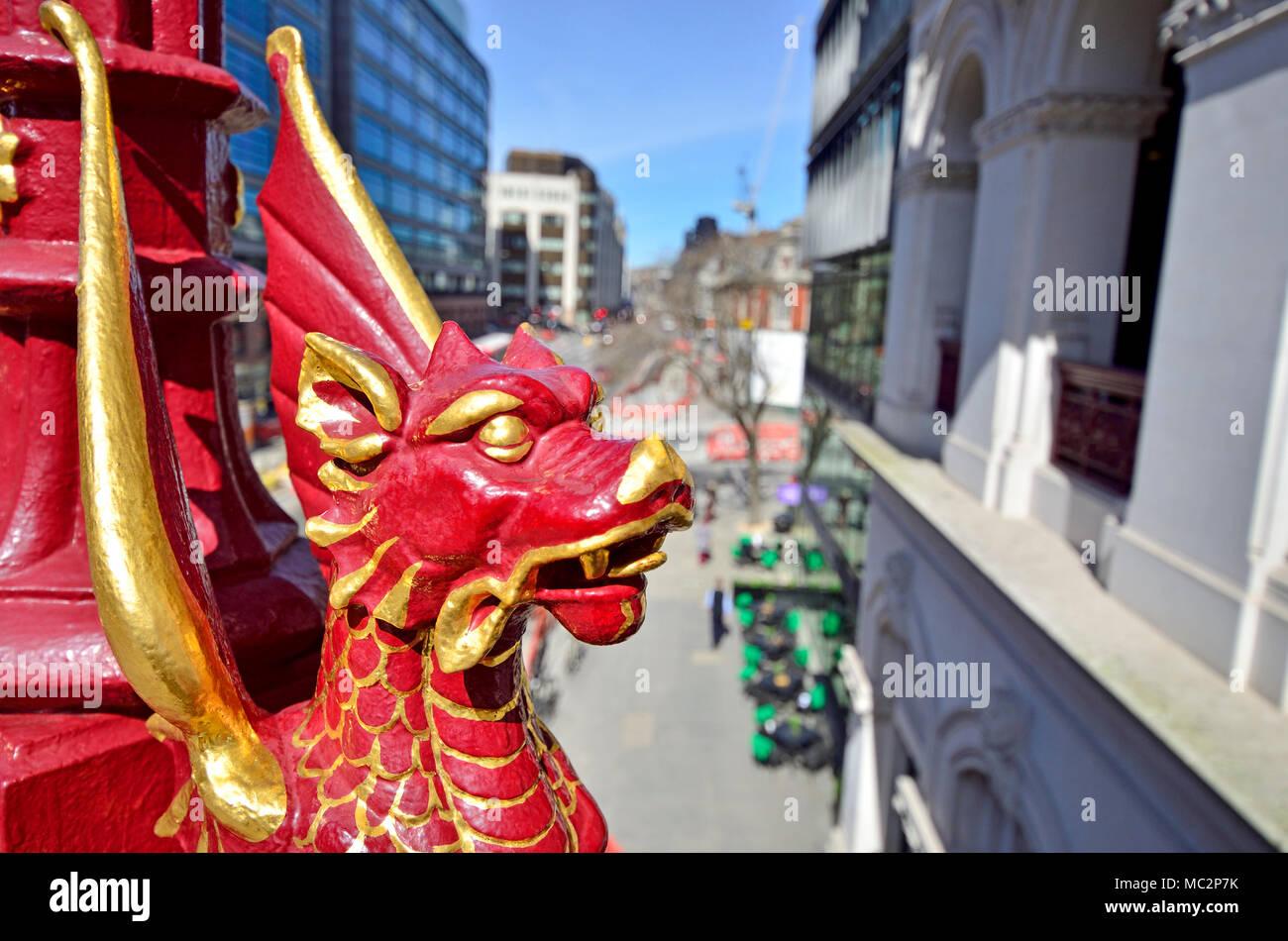 London, England, UK. Head of a dragon on Holborn Viaduct. - Stock Image