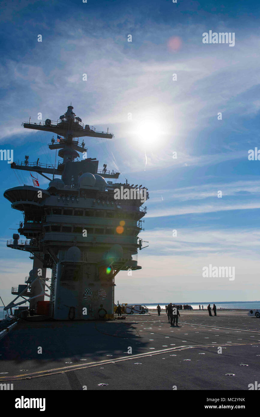 180126-N-OX360-099 NORKOLK (Jan. 26, 2018) The Nimitz-class aircraft carrier USS Abraham Lincoln (CVN 72) pulls away from the pier. (U.S. Navy photo by Mass Communication Specialist Seaman James Norket/Released) - Stock Image