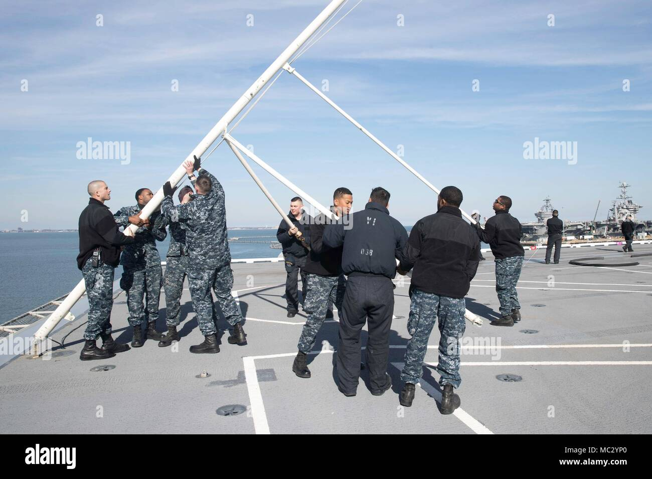 180126-N-YP246-0091 NORFOLK (Jan 26, 2018) Sailors dismantle the jack staff aboard the Nimitz-class aircraft carrier USS Abraham Lincoln (CVN 72). (U.S. Navy photo by Mass Communication Specialist Seaman Darcy McAtee/Released) - Stock Image
