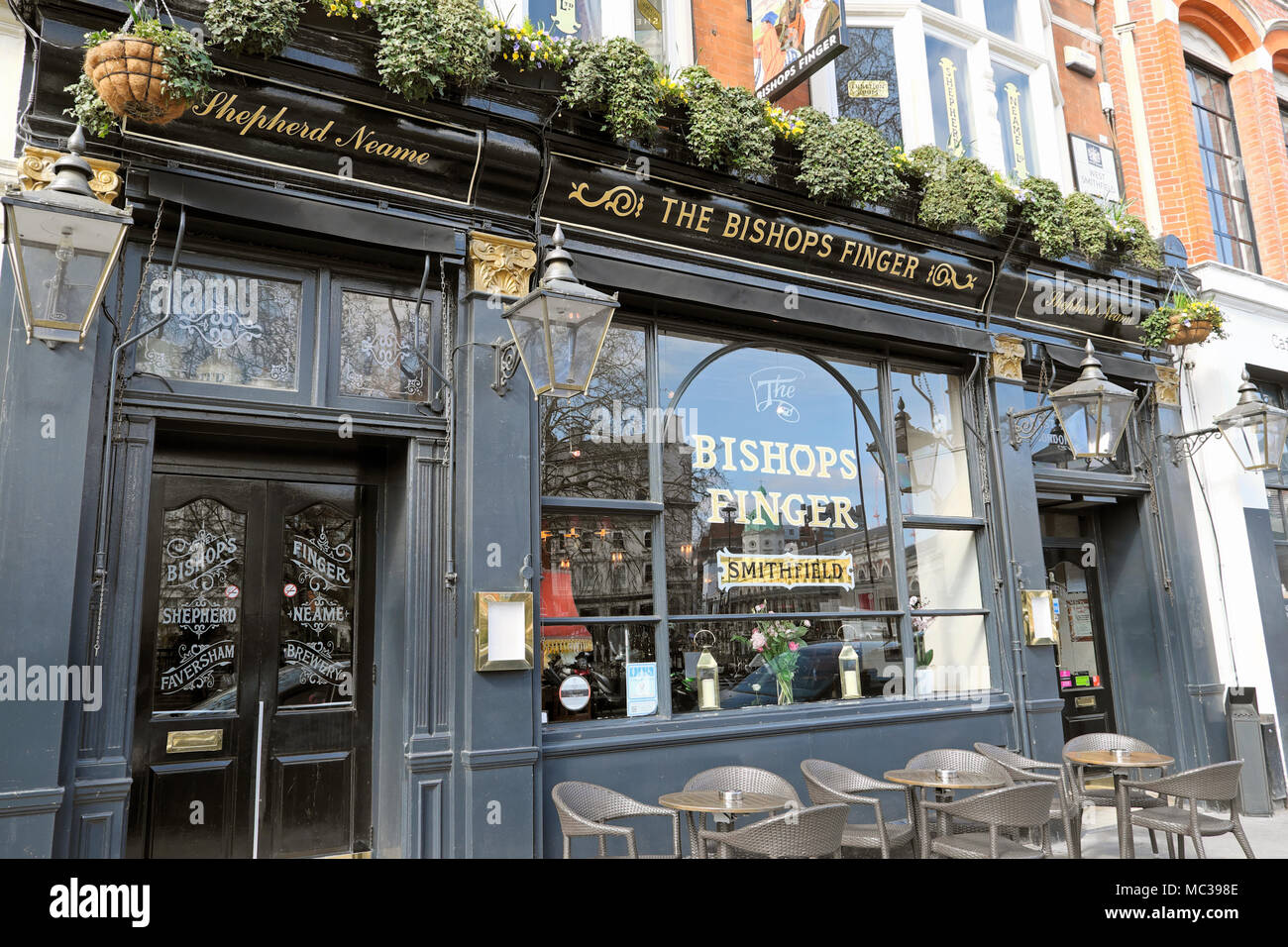 The Bishops Finger pub exterior W Smithfield in the City of London EC1 England UK  KATHY DEWITT - Stock Image