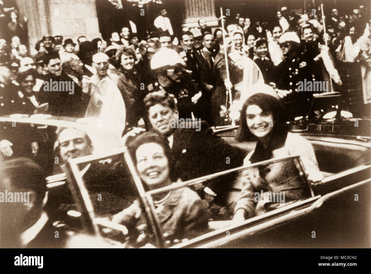 John F. Kennedy, Jacquelyn Kennedy, Texas Governor John Connally and Mrs. Connally in open top presidential limousine moments before the president's assasination in Dallas, Texas in November 1963. - Stock Image